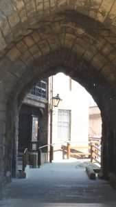 Gate, Newcastle castle.jpg